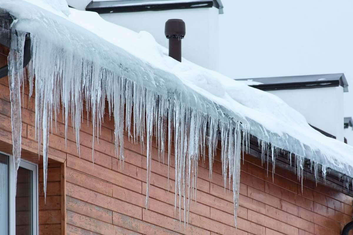 Ice Dams Problems on Asphalt Roofing Shingles