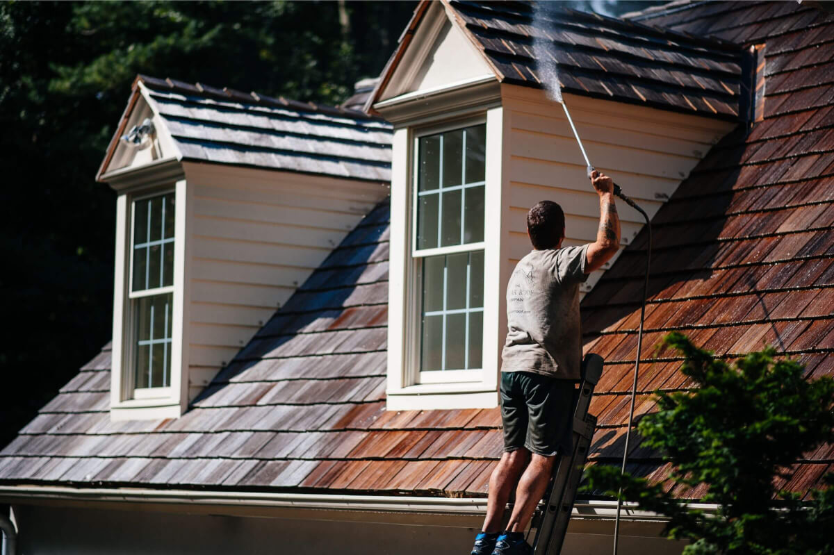 Cedar shingles roof cleaning and maintenance – Cleaning Roof Shingles